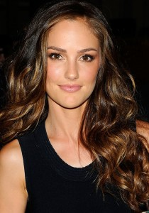 Minka Kelly Wavy Hair How to Get?